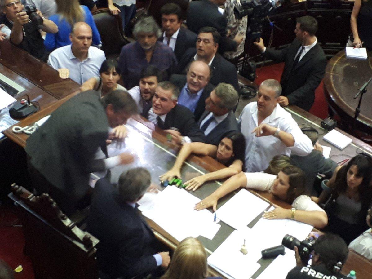 Diputados: día de furia y sesión extraordinaria levantada